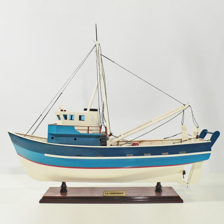 Handcrafted ship model from wood of the La Confiance