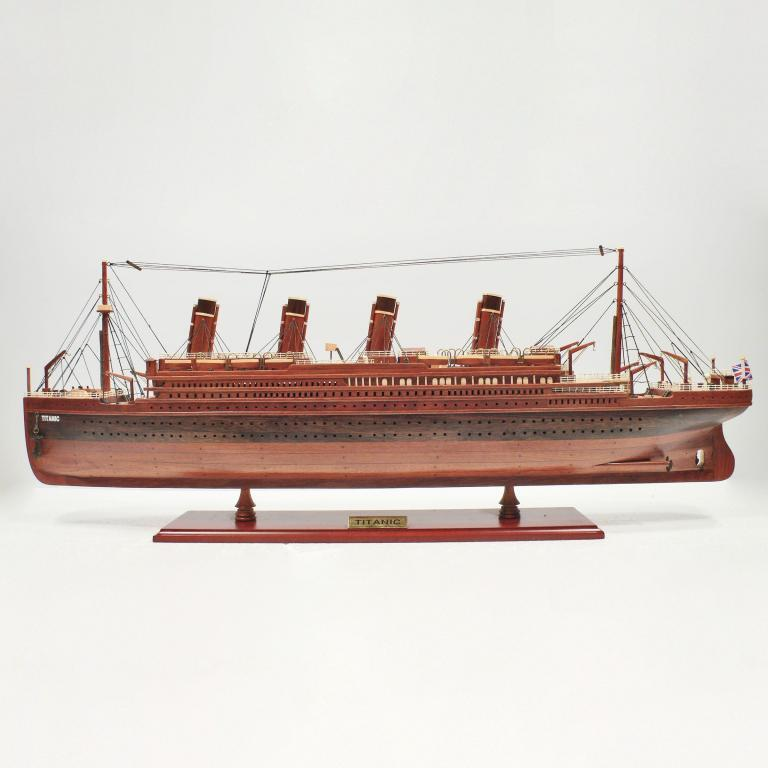 Handmade wooden cruise ship model of the Titanic (wood)